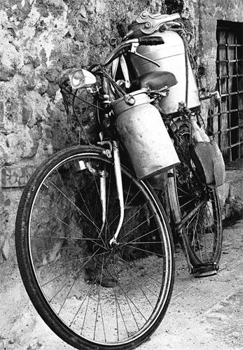 bicicletta del vecchio lattaio